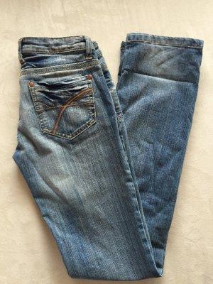 Jeans in blau mit Waschung Gr. 26