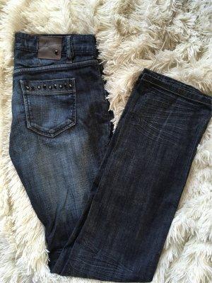 Jeans in Dunkelblau mit Nieten - kaum getragen!