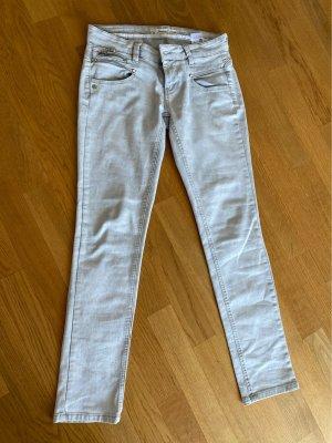 Jeans in grau mit starker Waschung