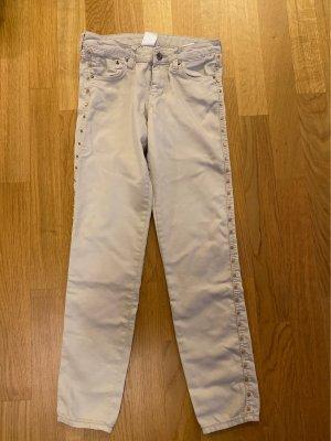 Jeans in schönem beige mit goldenen Nieten seitlich