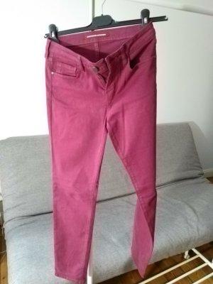 Jeans in Zigarettenform mit Pfirsichhauteffekt, purple