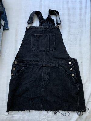 Jeans Latzkleid in schwarz