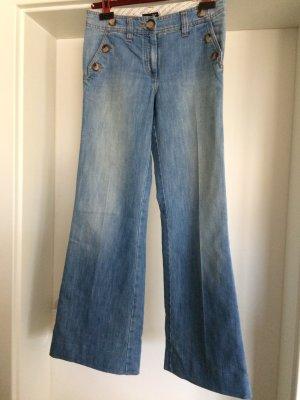 Jeans mit ausgestelltem Bein von H&M