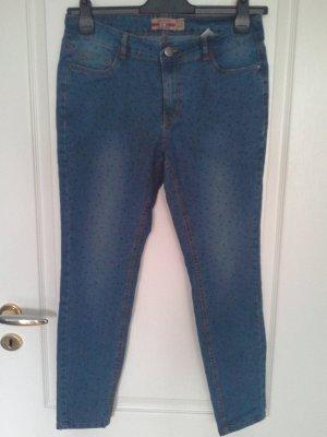 Jeans mit blauen Tupfen