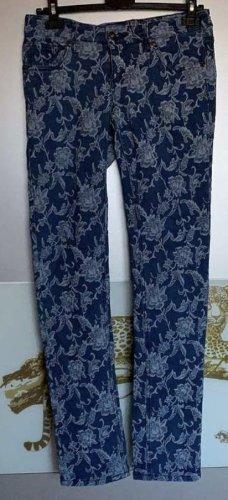 Jeans mit Blumenmuster