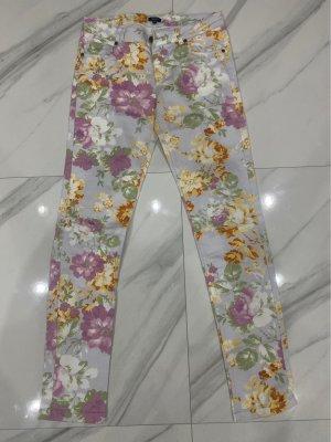 Jeans mit Blumenprint