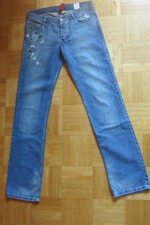 Jeans mit Blumenstickereien