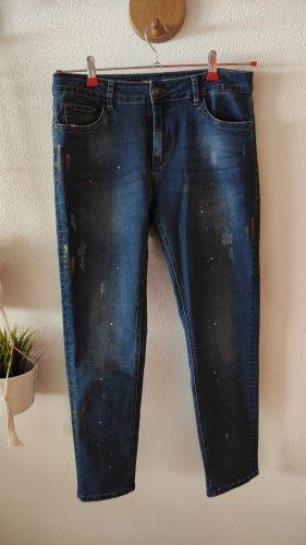 Jeans mit buntem Farbmuster