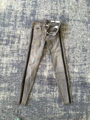 Jeans mit Galonstrefen