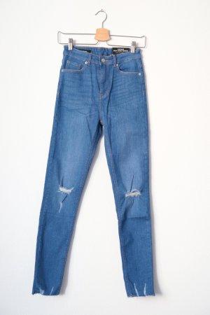 Jeans mit gerissener Optik und Löchern