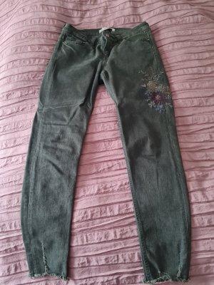 Jeans mit hochwertiger Stickerei