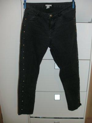 Jeans mit Knöpfen/Nieten