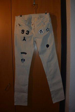 Jeans mit Labels