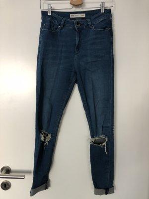 Jeans mit Löchern am Knie