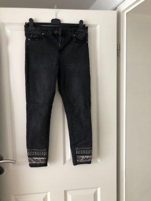 Jeans mit Pailletten versehen