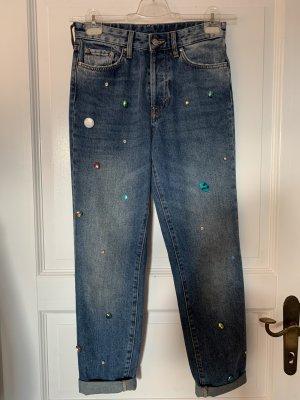 Jeans mit Perlenstickerei