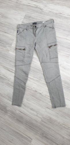 Jeans mit Reißverschlüssen