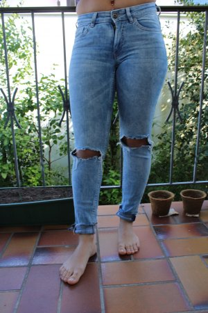 Jeans mit Rissen an den Knien