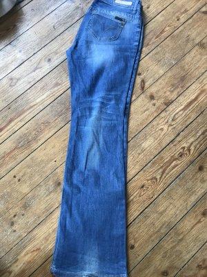 Jeans mit Schlag von Only 31,