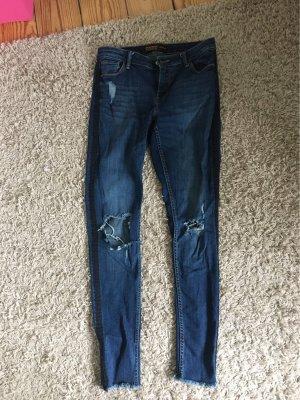 Jeans mit schwarzen Streifen