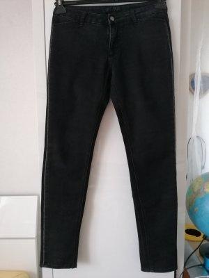 Jeans mit Steinchen