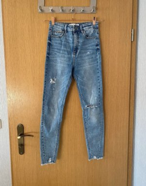 Jeans mit super hohem Bund