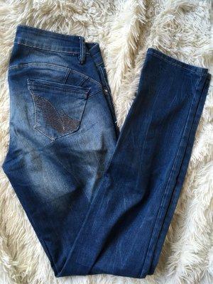 Jeans mit Waschung und bestickten Taschen - 1 x getragen !
