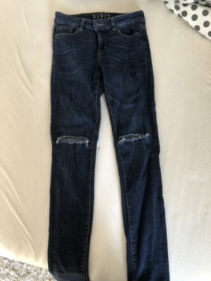 Jeans mit zerrissenen Knien