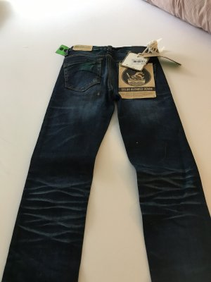 One green elephant Jeans a sigaretta blu