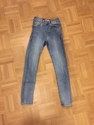 Jeans (ÖLFLECKEN)