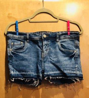 Jeans Short mit leichten Fransen