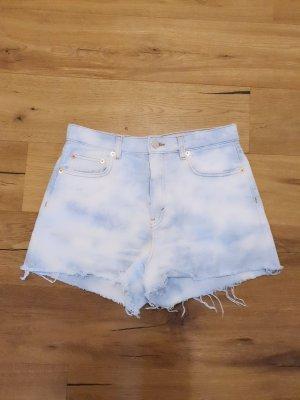 Monki Short en jean blanc-bleu clair
