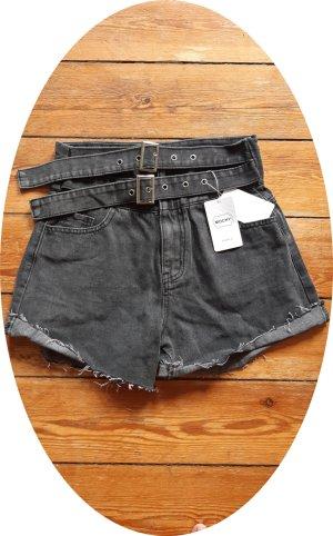 Jeans Shorts hot pants high waist mit 2 Gürteln