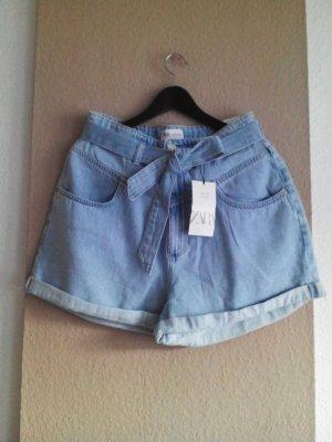 Jeans Shorts mit Gürtel in hellblau, Grösse 40, neu