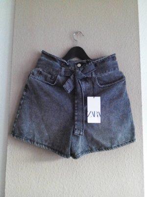 Jeans Shorts mit Gürtel in schwarz, veschwaschene Optik, Grösse 38, neu