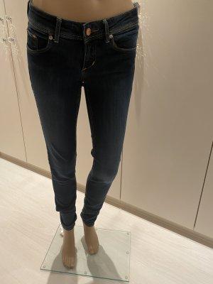 Jeans super skinny super low  waist gr 28 länge 34