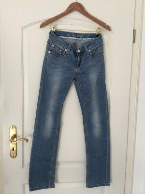 Jeans von Amor, Trust & Truth