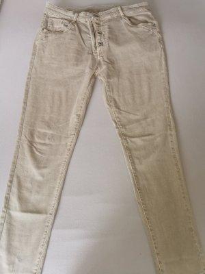 Jeans von der Marke Tredy