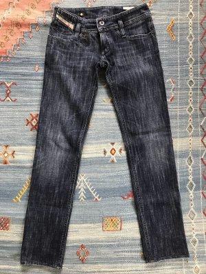 Jeans von Diesel Industry, Modell Matic mit Pailletten und Stickereien