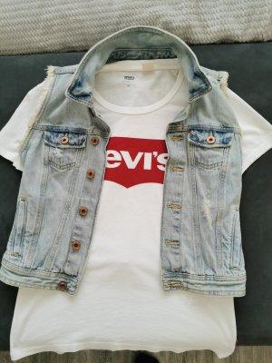 Jeans Weste und T-Shirt