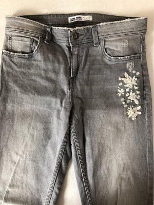 Jeans Zara mit Stickerei und Perlen