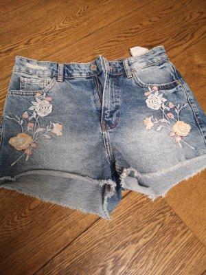 Jeanshort mit Blumen