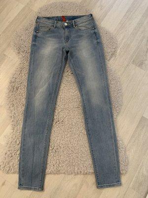 H&M Jeansy o obcisłym kroju błękitny