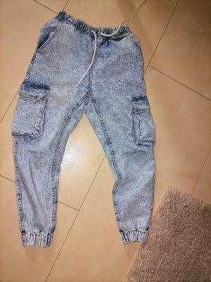 Bershka Workowate jeansy błękitny-chabrowy