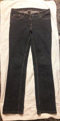 Jeanshose dunkelblau oder schwarz-blau