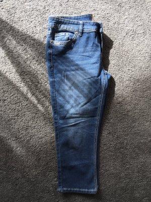 Jeanshose knielang in größe 40 (ganz neu)