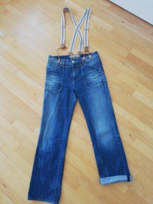 Jeanshose mit abnehmbaren Trägern des Labels closed