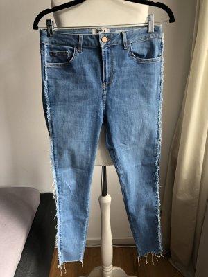Jeanshose mit seitlichen Franseln | Blau
