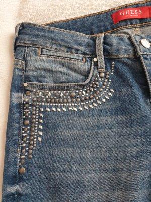 Jeanshose mit Verzierung