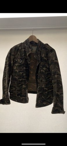 Jeansjacke in Camouflage